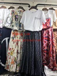 Mujeres de alta calidad nuevos estilos de ropa de algodón de manga corta camiseta y faldas damas conjuntos de 2 piezas guc-87