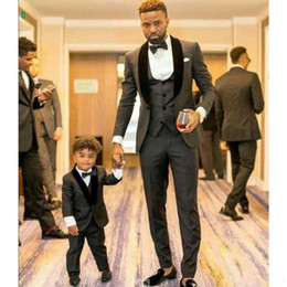 charcoal grey three piece suit Australia - High Quality One Button Charcoal Grey Groom Tuxedos Shawl Lapel Slim Fit Groom Best Man Suits(Jacket+Vest+Pant+Tie)