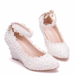 891ebb3492 Flor blanca Zapatos de boda para mujer Encaje Perla Tacones altos Dulce  Novia Vestido Zapatos Abalorios Cuñas tacones Bombas 8