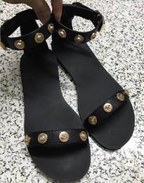 Light box design online shopping - 2019 ladies flat sandals luxury designers flip flops design slides women fashion slippers High quality gladiator sandals Leather with box