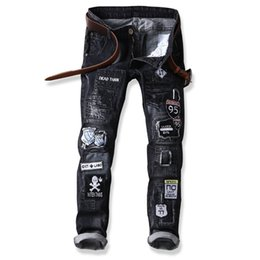 $enCountryForm.capitalKeyWord NZ - Men's Letter Skull Patchwork Spliced Ripped Denim Jeans Male Fashion Slim Colored Patches Patches Designs Long Straight Pants