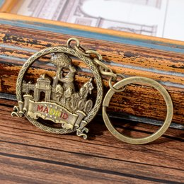 strawberry key Australia - Vicney Spain Madrid Keychain Vintage Style Strawberry Bear Key Chain Key Ring For Bronze Round Keyring Spain Souvenir