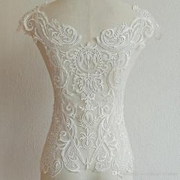 Großhandel Weiße französische Blume handgemachte Spitze Applikationen mit Perlen für Hochzeitskleid zurück Designmaterialien Kostümzubehör XW006
