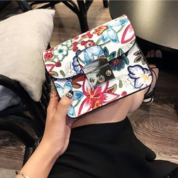 $enCountryForm.capitalKeyWord NZ - wholesale Bags for Women Ethnic Embroidery Bag Vintage Shoulder Messenger Bags Women Small Phone Cross body Purse bolsa
