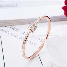 Venta al por mayor de Pulsera de los amantes del oro rosa Mujer coreana elegante Pulsera de la personalidad gracia Apertura moda regalo de cumpleaños 18K chapado Adornos
