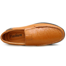 wholesale italian leather Canada - Hot Man Casual Genuine Leather Men Moccasin Shoes Fashion Leather Shoes Men Italian Men's Loafers Comfort Driving Shoes