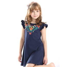 baby girls tops designs UK - Hot selling baby girls summer embroidery dresses kids top quality cartoon dress with applique some cute birds new designed Dress