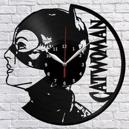 Catwoman Superhero Disque Vinyle Horloge Murale Fan Art Décor À La Maison Vintage Wall Art Les meilleurs cadeaux faits à la main (Taille: 12 pouces Couleur: Noir) en Solde