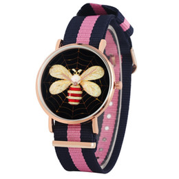 $enCountryForm.capitalKeyWord UK - Fashion Quartz Analog Wristwatch Unique Mixed Color Nylon Strap Watch for Women Classic Black Dial with Bee Pattern Watches for Female