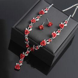 Set di gioielli di fiori Collane Orecchini Set di collana di nozze Set di gioielli da sposa in Offerta
