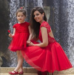 Discount cosplay hunter - 2019 Red Flower Girl Dresses For Weddings Jewel Cap Sleeve Lace Short Girls Pageant Dress Child Birthday Party Gowns Kid