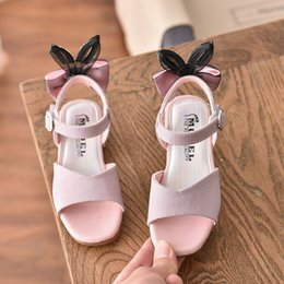 pearl flower girl shoes UK - Girls Sandals Children Shoes 2020 New Summer Shoes Pearls Kids Sandals For Girls PU Leather Flowers Princess Sandal