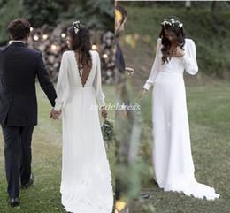 Großhandel Bohemian White Brautkleider 2019 V-ausschnitt Backless Sweep Zug Chiffon Strand Garten Land Brautkleider vestido de novia Plus Size Günstige