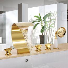 Bateau gratuit cascade baignoire douche pont monté 5 pcs répandue ti-pvd or Bath Mixer Square en Solde