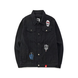 China Mens Black Denim Bomber Jackets Embroidery Rose Jeans Jacket Streetwear Autumn 2019 Skull Wolf Patch Design Denim Jacket Hip Hop supplier jean jackets patches suppliers