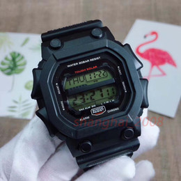 China Top quality Sport Luxury watch auto light Waterproof Chronograph Solar energywatch Rubber strap original box cheap solar luxury watch suppliers
