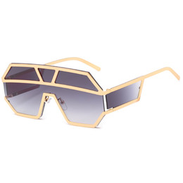 Unique Sunglasses Lenses Australia - High quality dress lens sunglasses metal super large retro sunglasses unique flat large piece lens gold and silver frame sunglasses send box