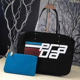 $enCountryForm.capitalKeyWord Canada - Designer handbags ladies handbags shopping bags luxury brands graffiti printed handbags 19 new fashion green bags silk screen design