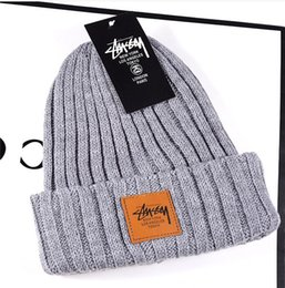 fallen hats Australia - 19 years the newest men's and women's spring, summer, fall and winter hats men's beanie men's knot-top knit cap fw210