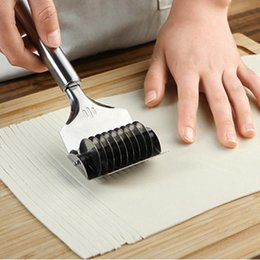 $enCountryForm.capitalKeyWord Australia - Vegetable Roll Crusher Stainless Steel Noodle Maker Lattice Roller Docker Dough Cutter Tool Kitchen Diy Dough Cutting Tools
