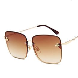 Design di lusso Vintage Occhiali da sole quadrati Donne Piazza Retro vetri di Sun di moda femminile Bee occhiali da sole della struttura del metallo in Offerta