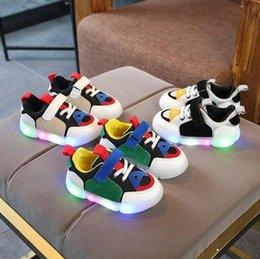 $enCountryForm.capitalKeyWord NZ - NEW Fashion Childrens Luminous Shoes Stars Print Girls Flat Shoes Luminous Non-slip Wear-resistant Childrens Shoes Best quality hf19