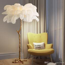 venda por atacado Northern Ostrich Feather Ouro Cobre Latão Resina Floor Lamp Tripot Standing Lâmpadas para sala de estar deco salão de navio da gota