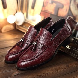 Discount new shoes pattern for men - 2019 mens spring casual flats Crocodile pattern leather shoes new male Tassels Nightclub shoes for young mens leather A2