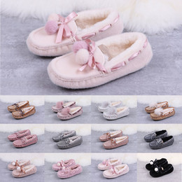 China 2020 Woman Shoes Australia Boat Casual Shoes KIDS Snow White Pink Fur Slides Loafers Bowknot boots Reflective Luminous sequins moccasin cheap moccasin loafers women suppliers