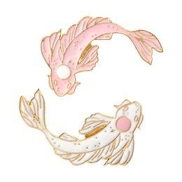 Vente en gros Épinglette Koi Épingle à poisson Noir blanc rose 4 couleurs Épinglettes Broches Badges Sac à dos Chapeaux Accessoires Pour hommes femmes