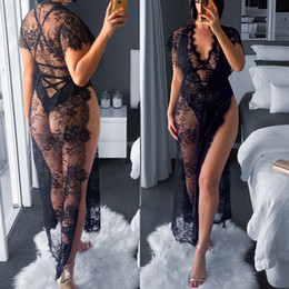 Venta al por mayor de Profundo atractivo del cordón de la ropa interior de las mujeres con cuello en V Negro Robe noche Dress ver a través floral de las señoras de la muñeca del camisón atractivo de los trajes de falda