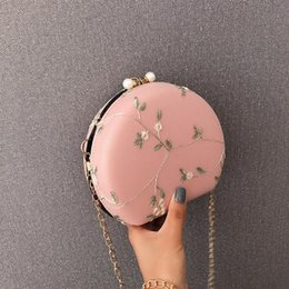 heart shaped bags wholesale NZ - Women Messenger Bags Flowers Applique Hasp Solid Color Handbag Peach Heart-shaped Lace Crossbody Shoulder Bag Bolsa feminina