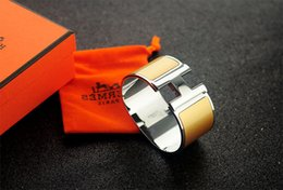 $enCountryForm.capitalKeyWord NZ - Top Quality Celebrity design Letter Metal Buckle Silver bracelet Fashion Metal Clover Cuff Wide bracelet Gold Jewelry Grey With Box