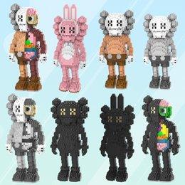 Novo 8 Estilos Micro Broca Pequeno Blocos de Construção de Partículas Brinquedos Boneca Pequeno Homem Popular Enigma Montagem Brinquedos Infantis Figuras de Ação L126 em Promoção