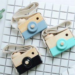 Safe toyS for babieS online shopping - Twinklecat colors Wooden Cameras Toys for Baby Cute Children Accessory Safe Creative Neck Hanging Photography Decoration Kid