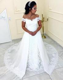 2f182bca9 Sirena de encaje de la vendimia Overskirts una línea de vestidos de novia  2019 Off Shoulder Plus Size White vestidos de novia País Árabe Africano  barato 18