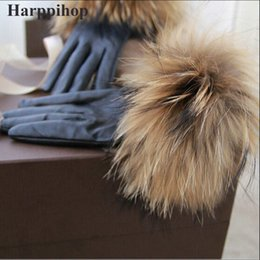 $enCountryForm.capitalKeyWord UK - 2017 new Real Raccoon Fur Gloves Leather Women's Gloves Fashion Luxury Big Raccoon Fur Sheepskin Genuine Leather Gloves Female D19011005