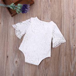 Venta al por mayor de INS New Fashions Designer Baby Girl Boy Romper Ropa Solid White Lace Manga larga Recién nacido Cinturón Mono Newborn Romper Onesies