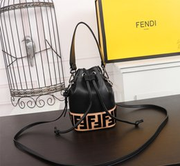 $enCountryForm.capitalKeyWord Australia - 2019 Laser Crossbody Bag For Women Chain Mini Shoulder Bag Circle Small Messenger Bag Womens Handbags and Purses evening clutch bags