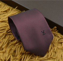 Nouvelle marque de designer de luxe cravates en soie cravate de haute qualité cravate casual business tie étroit édition boîte d'emballage originale en Solde