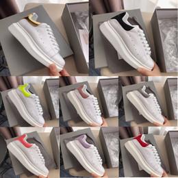 Venta al por mayor de Mcqueen Sneakers Zapatos de marca de moda Diseñador Blanco Negro Ciclismo en piel Mujer Mujer Hombre Hombre Oro rosa Rojo Cómoda Mujer Zapatillas planas Alexander Mcqueen Shoes