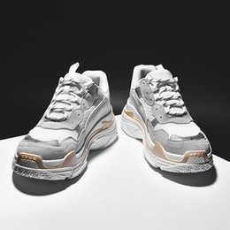 $enCountryForm.capitalKeyWord Australia - Original Designer Men running Shoes black white grey red Comfortable and light trainers sports sneaker high heels zapat