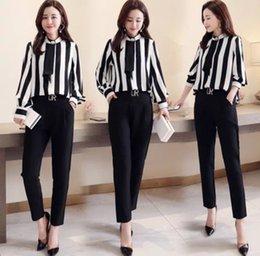 Stripes printemps 2019 nouvelle taille simple, élégante et fine taille rayures noires et blanches, rayures noires et vertes. en Solde