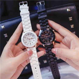 $enCountryForm.capitalKeyWord Australia - Nice New Model Fashion Women Wrist Watches Casual Hours Alloy Lady Watches Rubber strap Small Dial Wholesale Wristwatches For Woman Students