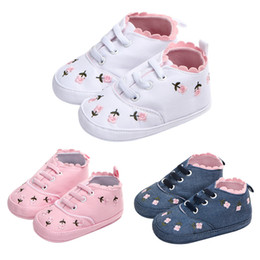 $enCountryForm.capitalKeyWord Australia - soft Baby Girl Lace Floral Embroidery Baby Prewalker Walking Toddler Kids Shoes Soft Sole First Walkers
