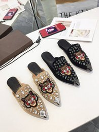 Sewing Products Australia - 2018 new Trend fashion Flower pattern Characteristic all-match New products listed Light Tan and clack slippers European and american st