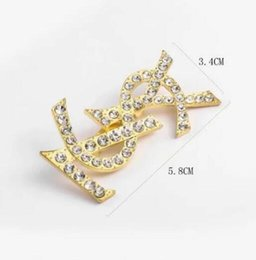 suits brooch designs 2019 - 2019 Fashion Unisex Men Women Luxury Design Brooches Pins Gold Plated Letter Pins Brooch Suit Dress Pins for Men Women 7