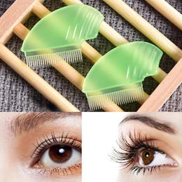 80d21d8aee3 1pc Women Eyelash Comb Lash Separator Lift Curl Plastic Brush Beauty Eyelash  Tools 4.5 X 3.2 Cm C19030201