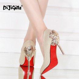 Designer Dress Shoes Sexy Tacchi alti Donna pumps Rosso oro argento Tacchi alti Donna Ladies Wedding Party Fretwork Drop Shipping in Offerta