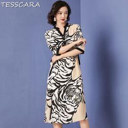 a0bf4b2ea TESSCARA Mujeres Vestido de Impresión de Moda de Verano Festa Mujer Largo  Elegante Oficina Robe Diseñador Femme Vestido Retro Chiffon Sundress